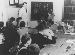 "<p>Training for emigration to Palestine: a math class at the Caputh Agricultural School. <a href=""/narrative/5908/en"">Berlin</a>, Germany, 1930–39.</p>"