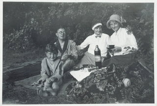 Fritz Glueckstein (left) on a picnic with his family in Berlin, Germany, 1932.