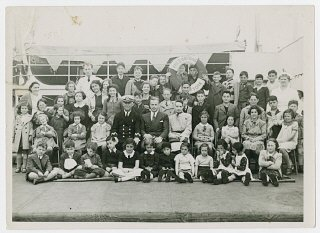 Gilbert and Eleanor Kraus (center) pose with the fifty Austrian Jewish children they brought to the United States.