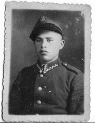 Abe Asner in Polish army uniform, 1938.