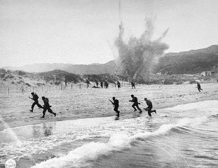 """Десантная операция британских войск на побережье Нормандии в день """"Д"""" — начало высадки Союзников во Франции, открытие второго фронта"""