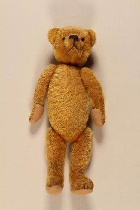 Teddy bear carried by a child on a Kindertransport