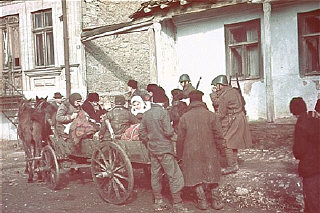 Romanian soldiers supervise the deportation of Jews from Kishinev.